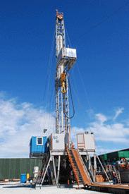 """Über 2.000 PS Leistung, 200 Tonnen Hakenlast, 36 Meter hoch: Der Bohrturm """"Drillmec MR 8000"""""""